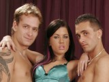 Vidéo porno mobile : He fucks with his girlfriend and his best friend